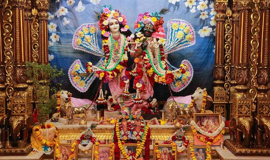 Кришна-Баларама в храме ИСККОН во Вриндаване