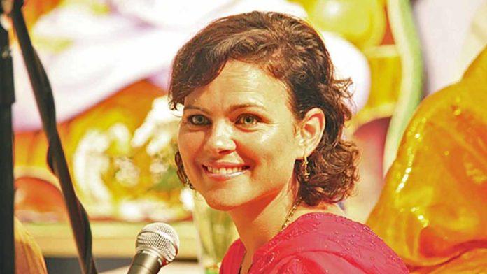Карнамрита Даси (Karnamrita Dasi)
