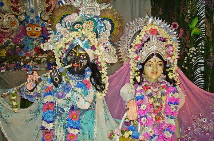 Инсталляция Божеств Шри Шри Радха Париж-Ишвара